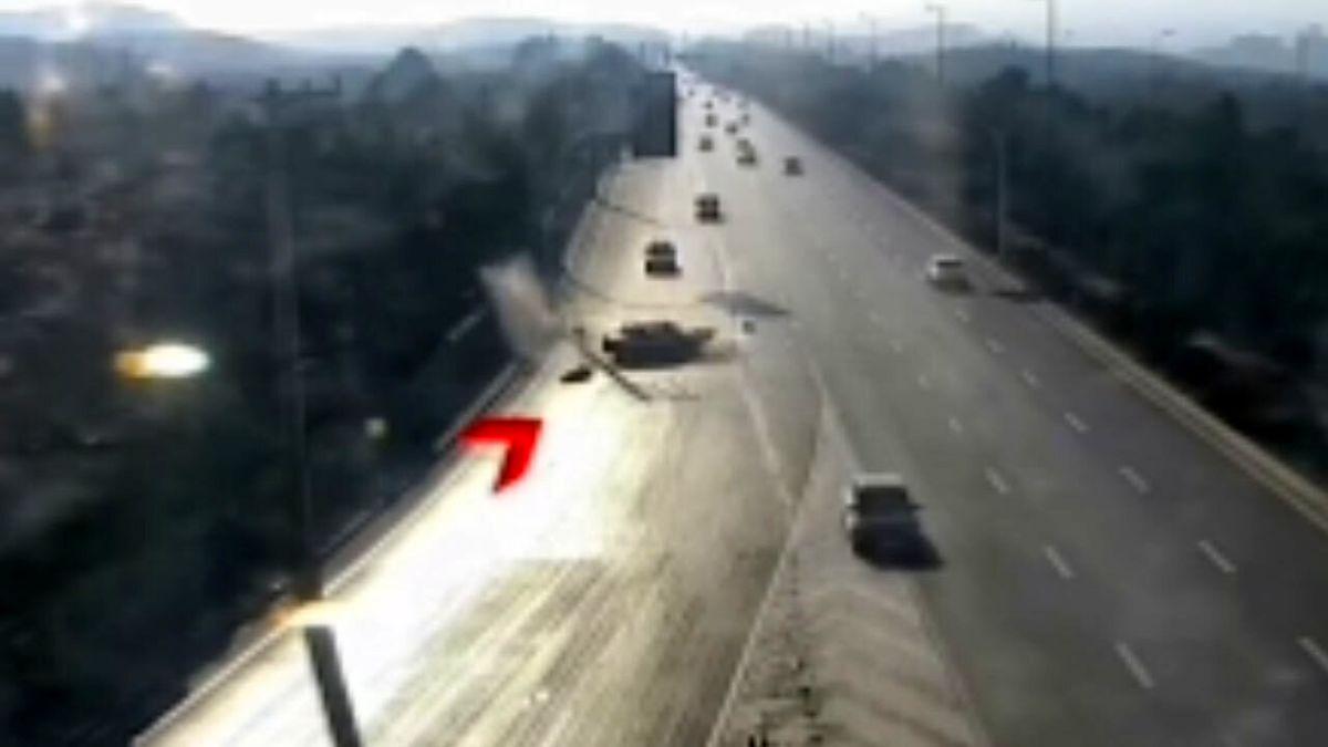 لحظه تصادف پراید و پرت شدن راننده در اتوبان + فیلم وحشتناک